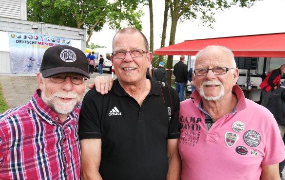 Manfred Sundag (Abteilungsleiter, Leiter der Finanzen), Helmut Malleikat (Platz-und Hallenwart, Fotograf), Karl-Heinz Büld (stellv. Abteilungsleiter, Öffentlichkeitsarbeit)